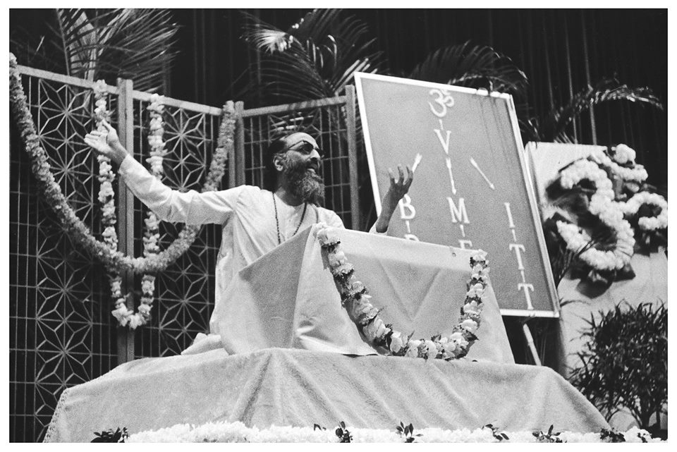 Swami Chinmayananda giving lecture to people