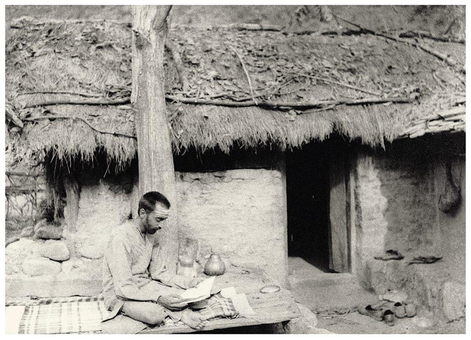 Gurudev studying scriptures